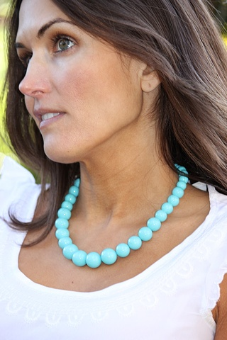 Graduated round turquoise shell pearl beaded necklace