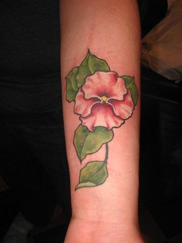 Pin tatouage royal montreal fleur sur avant bras - Tatouage fleur bras ...